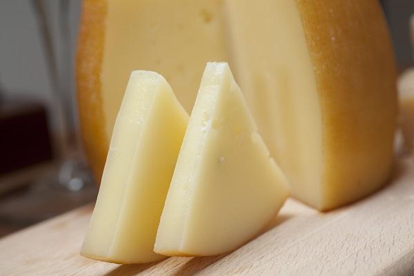 Jeder Käse mit seinem spezifischen Messer